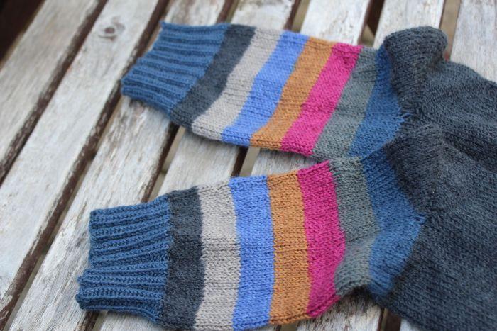 Die Regia Pairfect Sockenwolle lässt zwei identisch aussehende Socken entstehen