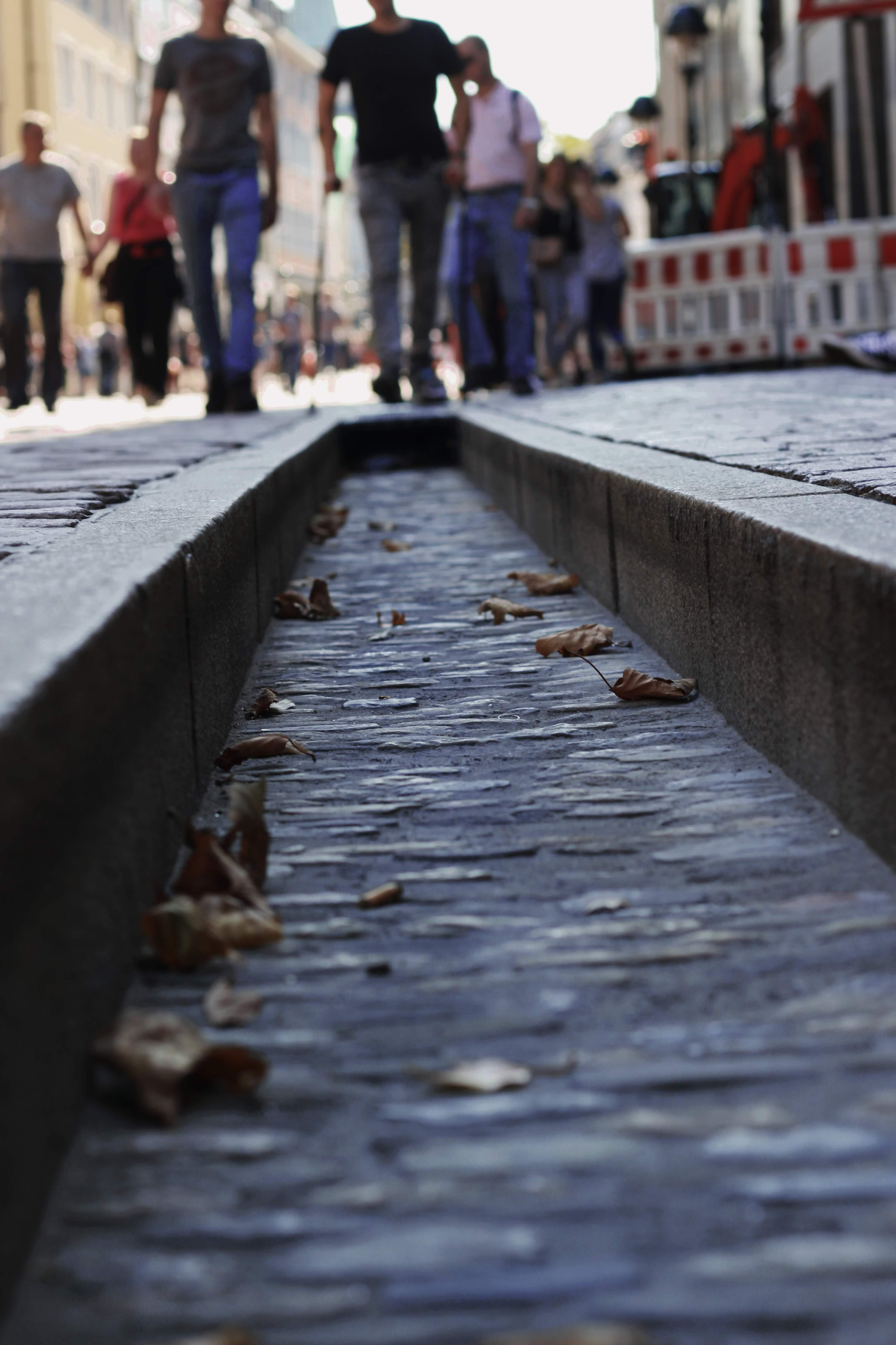Ausgetrocknetes Bächle in Freiburg. Dank des niedrigen Wasserpegels der Dreisam, konnten die Bächle in Freiburg im Jahr 2018 nicht bewässert werden.