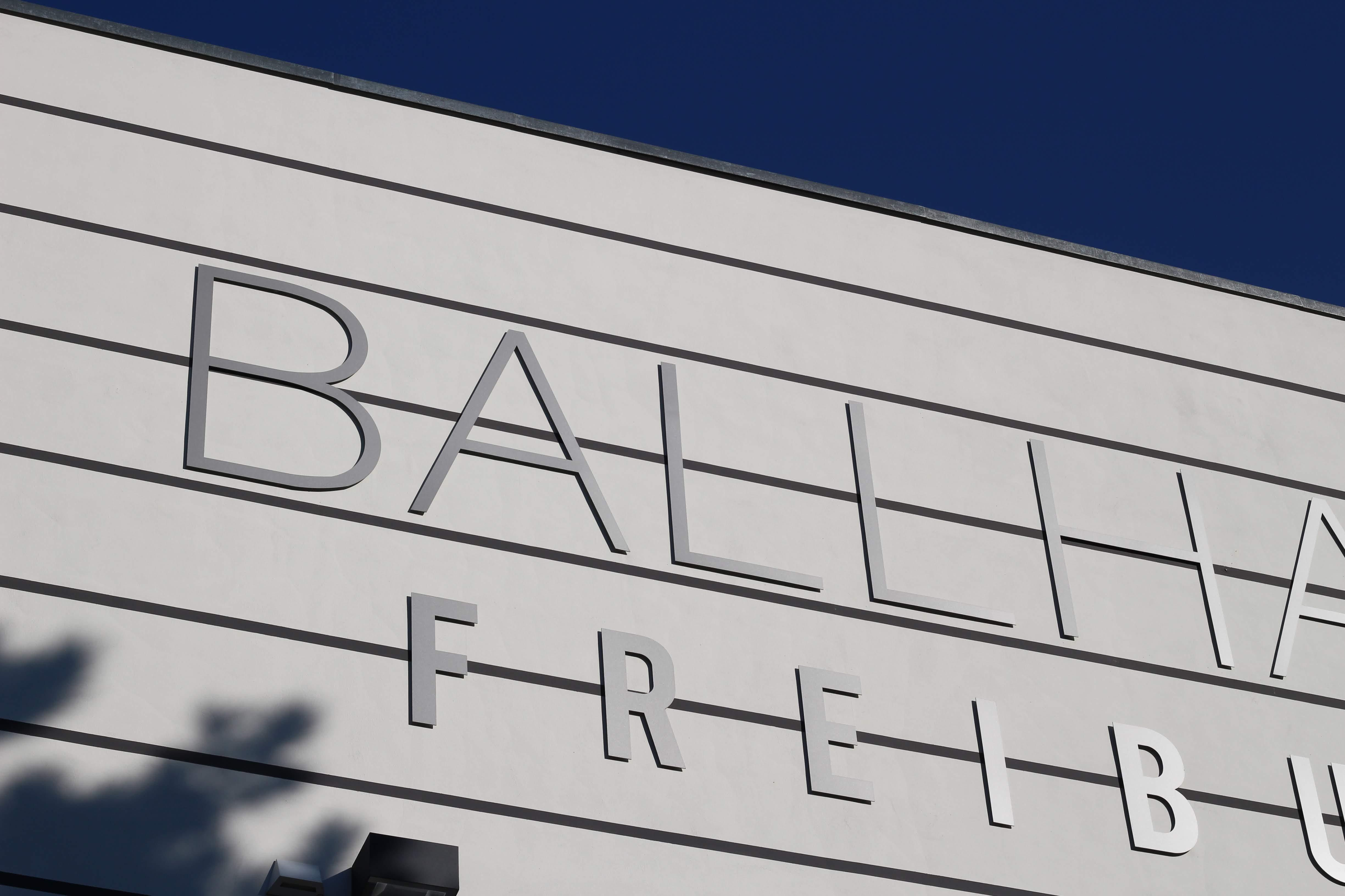 Die Fassade des Ballhaus in Freiburg.