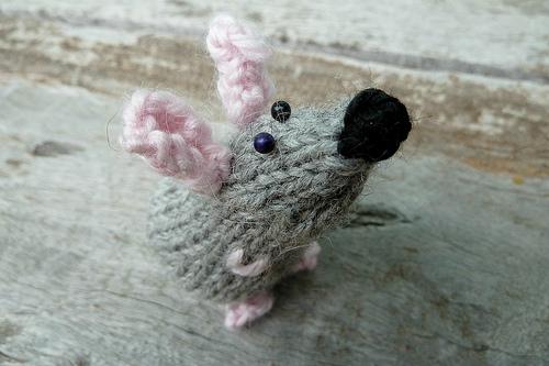 kleine gestrickte Maus