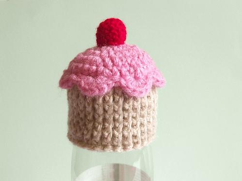 kleiner, gehäkelter Cupcake